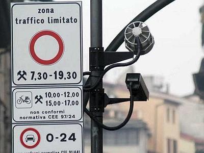 placa ZTL com camera