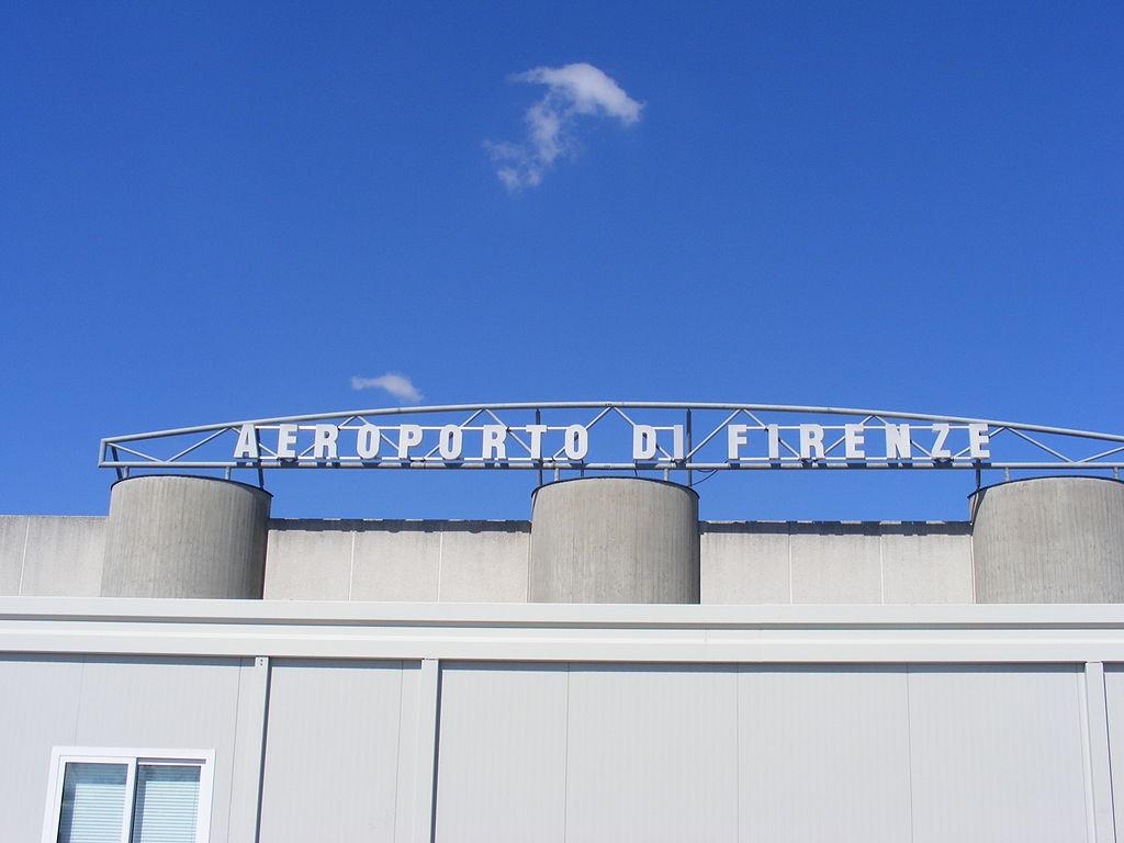 1024px-Aeroporto_di_Firenze_targhetta
