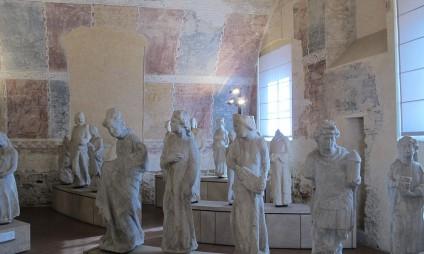 Fazendo uma escultura de alabastro em Volterra