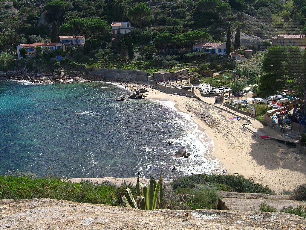 Praia de Aranelle Fonte: Wikipedia Commons
