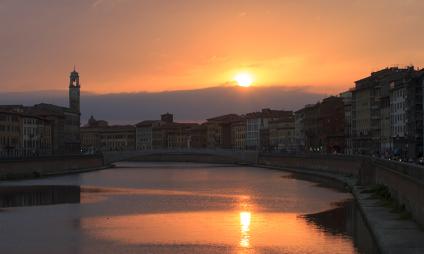 Aperitivo ao pôr-do-sol em Pisa