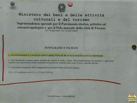 aviso no Museu Uffizi logo depois da lei