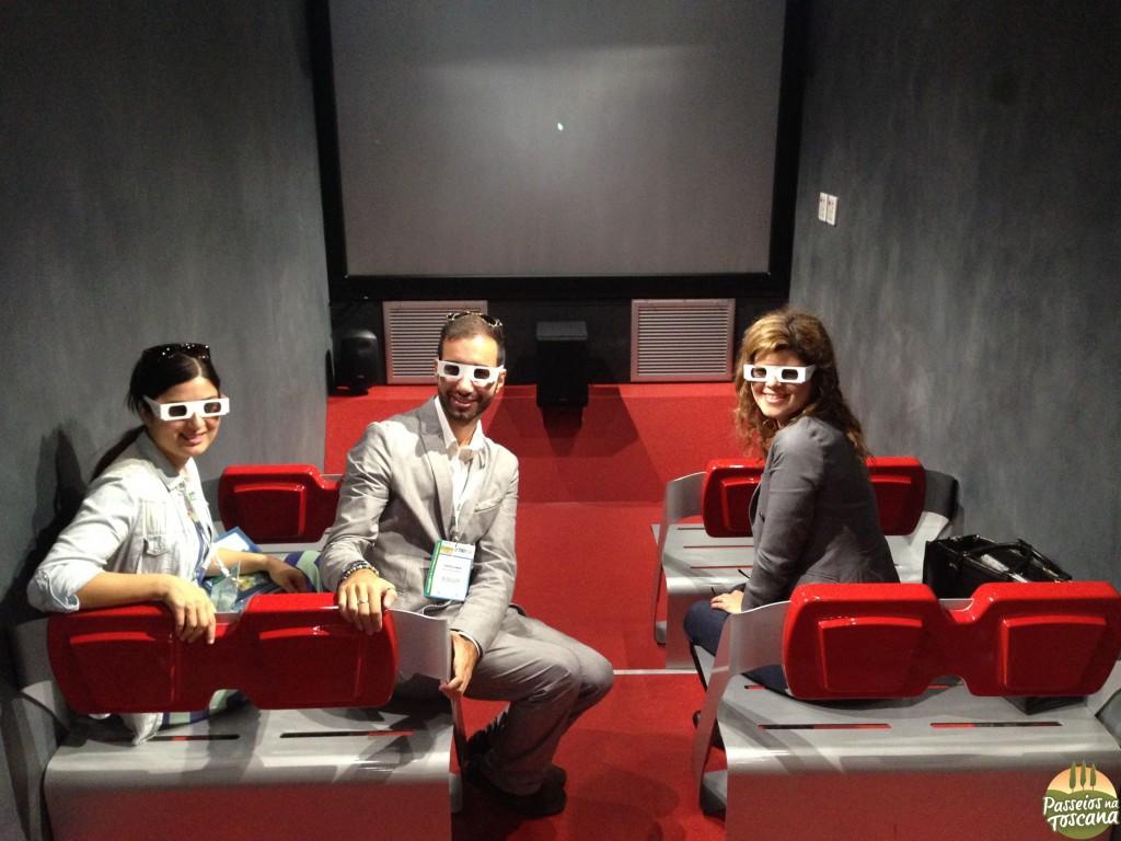 Roberta, Federico e eu conhecendo os novos trens da Trenitalia em 3D