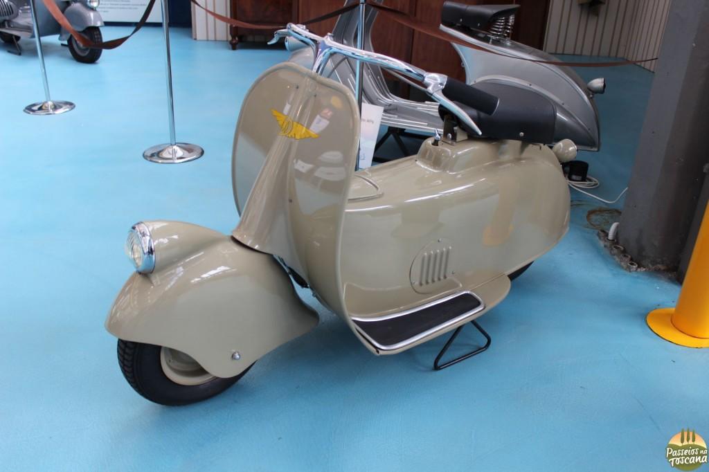 Essa é a Paperino, o primeiro protótipo da Vespa, construído em 1943.