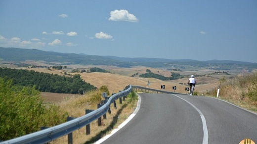 bike val d orcia 1024x683 520x293