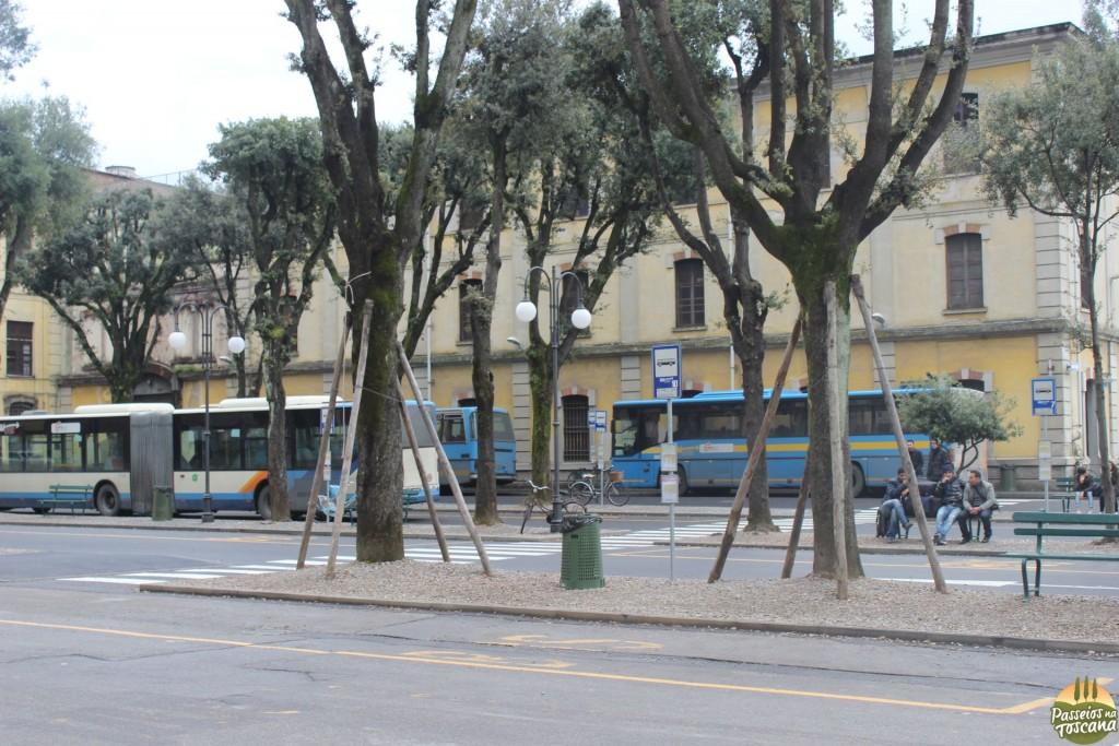 Ponto de ônibus de Lucca - Piazza Verdi