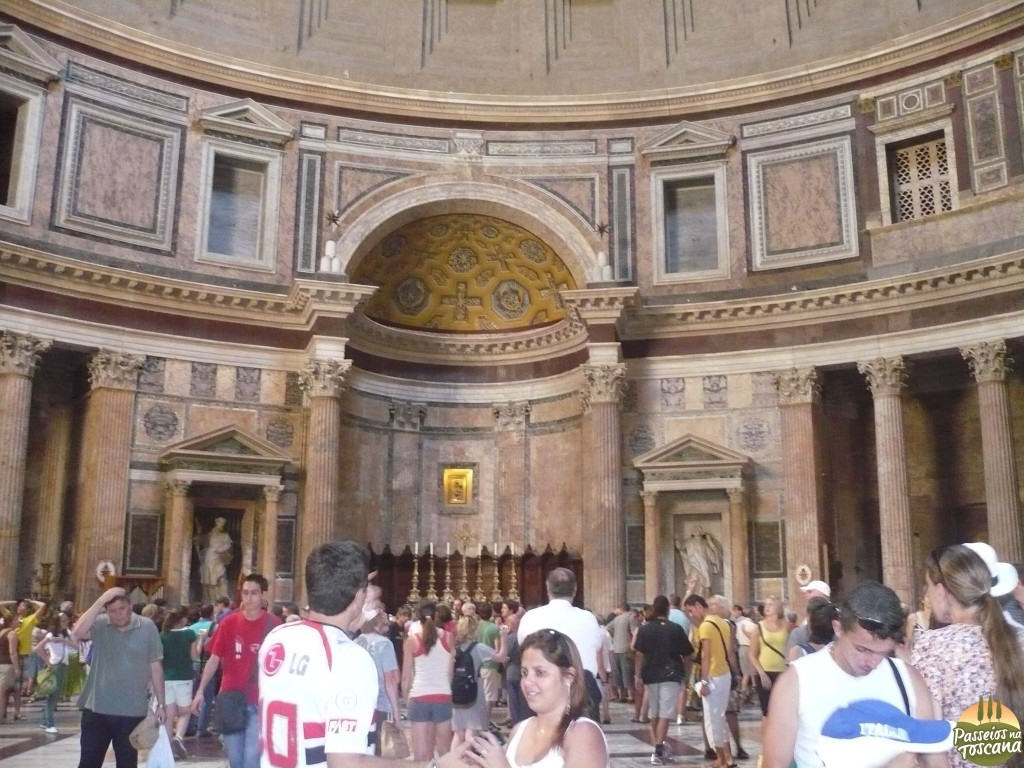 dentro do Pantheon
