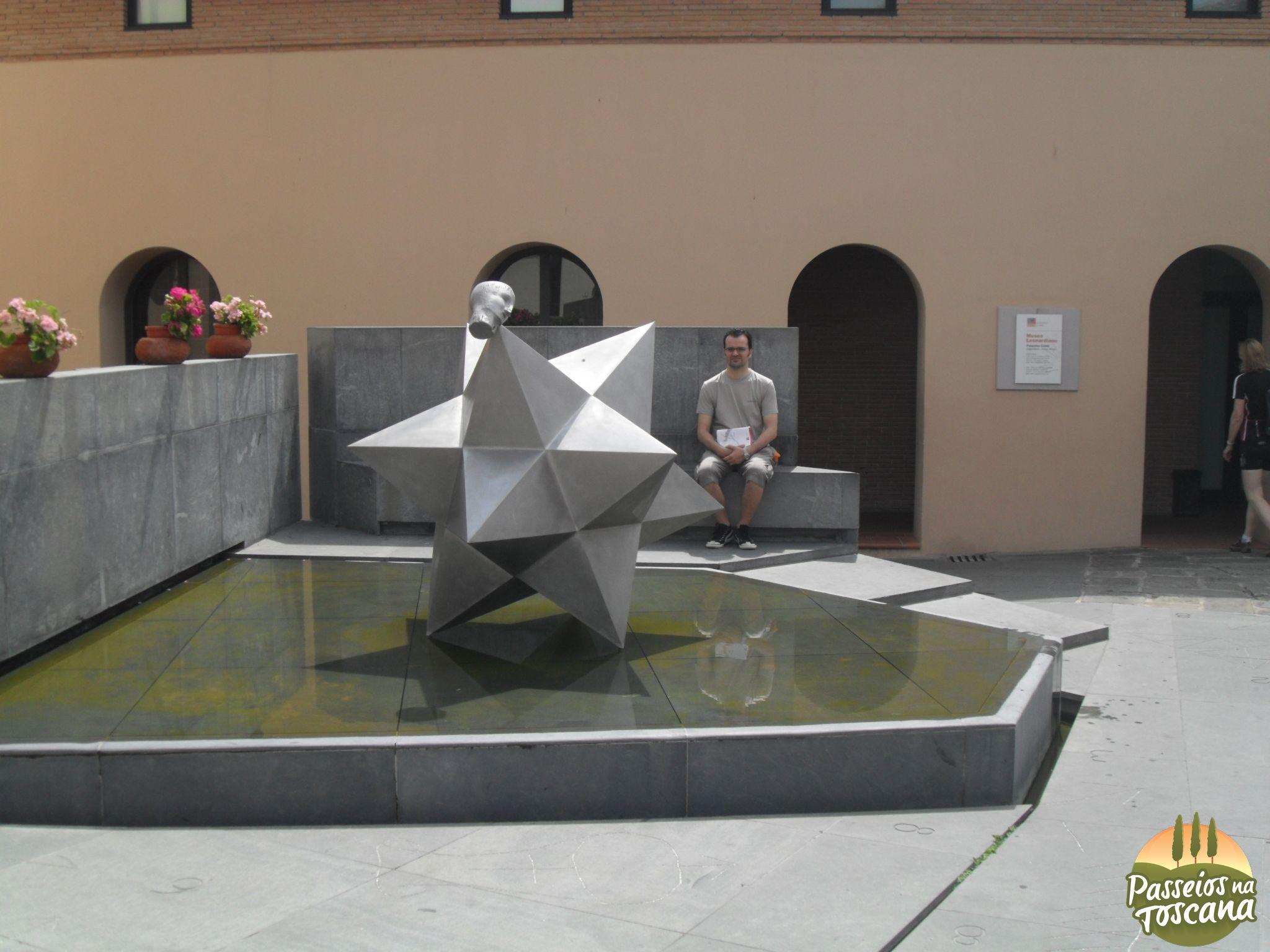 Piazza Guidi restaurada por Mimmo Paladino