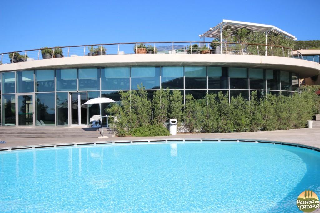 piscina externa - terraço em cima