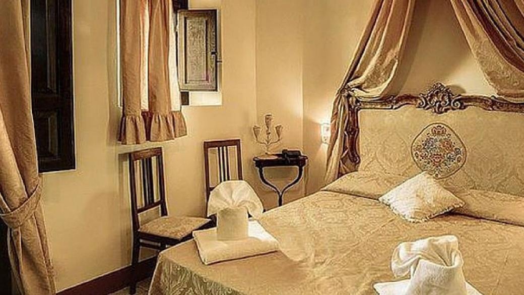 capa hotel portici 1024x407 1040x585