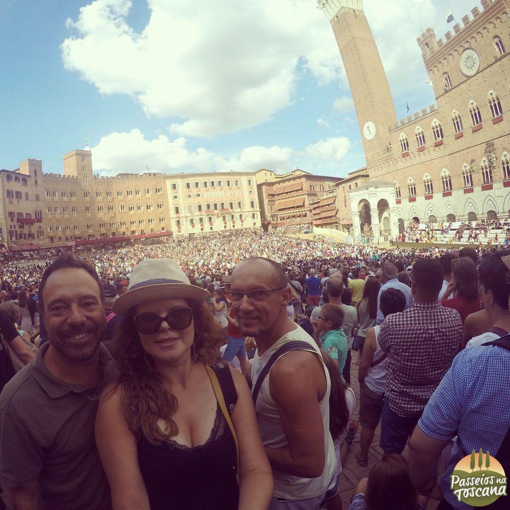 Eu no Palio com meus amigos - eu assisti na Praça!!!