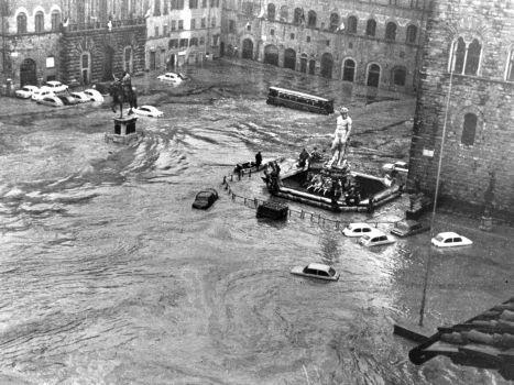 quem reconhece a estátua da Piazza della Signoria?