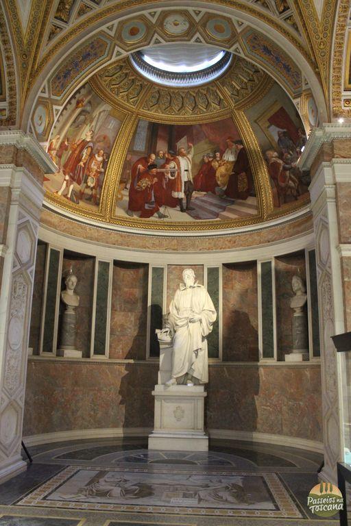 Tribuna de Galileu, templo laico dedicado à lembrança e à celebração dos grandes cientistas.