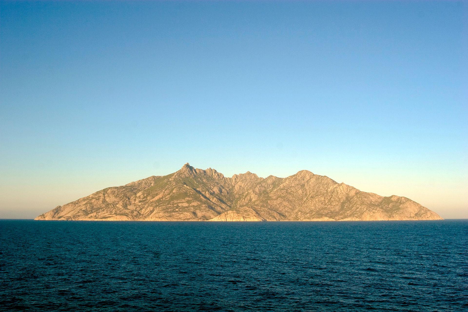 Montecristo islet 1024x683